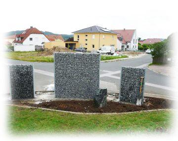 Zaungabione als dekorativer Sichtschutz im Garten_step 1
