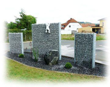 Zaungabione als dekorativer Sichtschutz im Garten_step 2