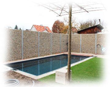 Zaungabione als Sichtschutz vor Pool - fertiggestellt